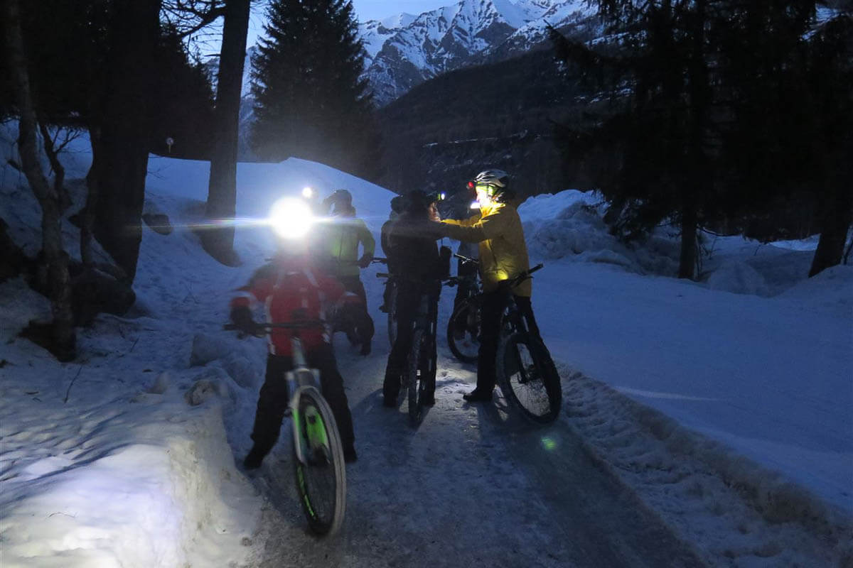 Winter e-bike by night a La Thuile - Percorsi Alpini
